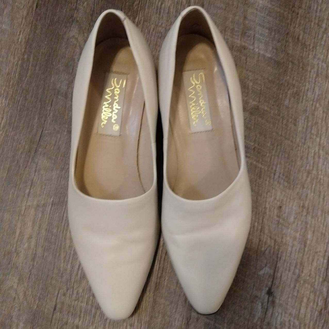 IVORY comma heel LOW PUMPS 1990s 90s shoes 8 8.5