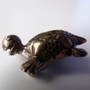 TINY SILVER TURTLE pin vintage