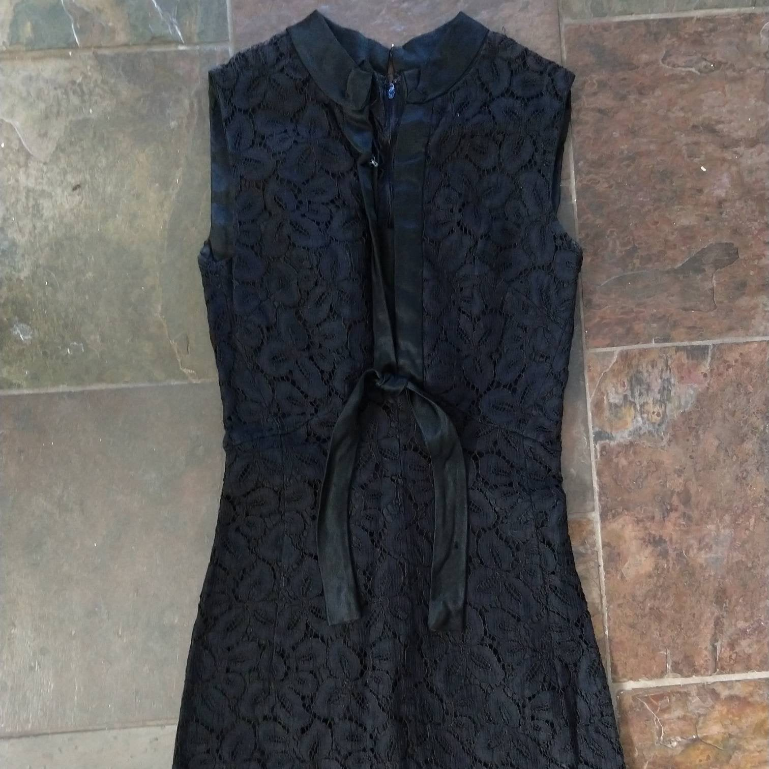 black LACE WIGGLE DRESS 1960s 60s xs xxs