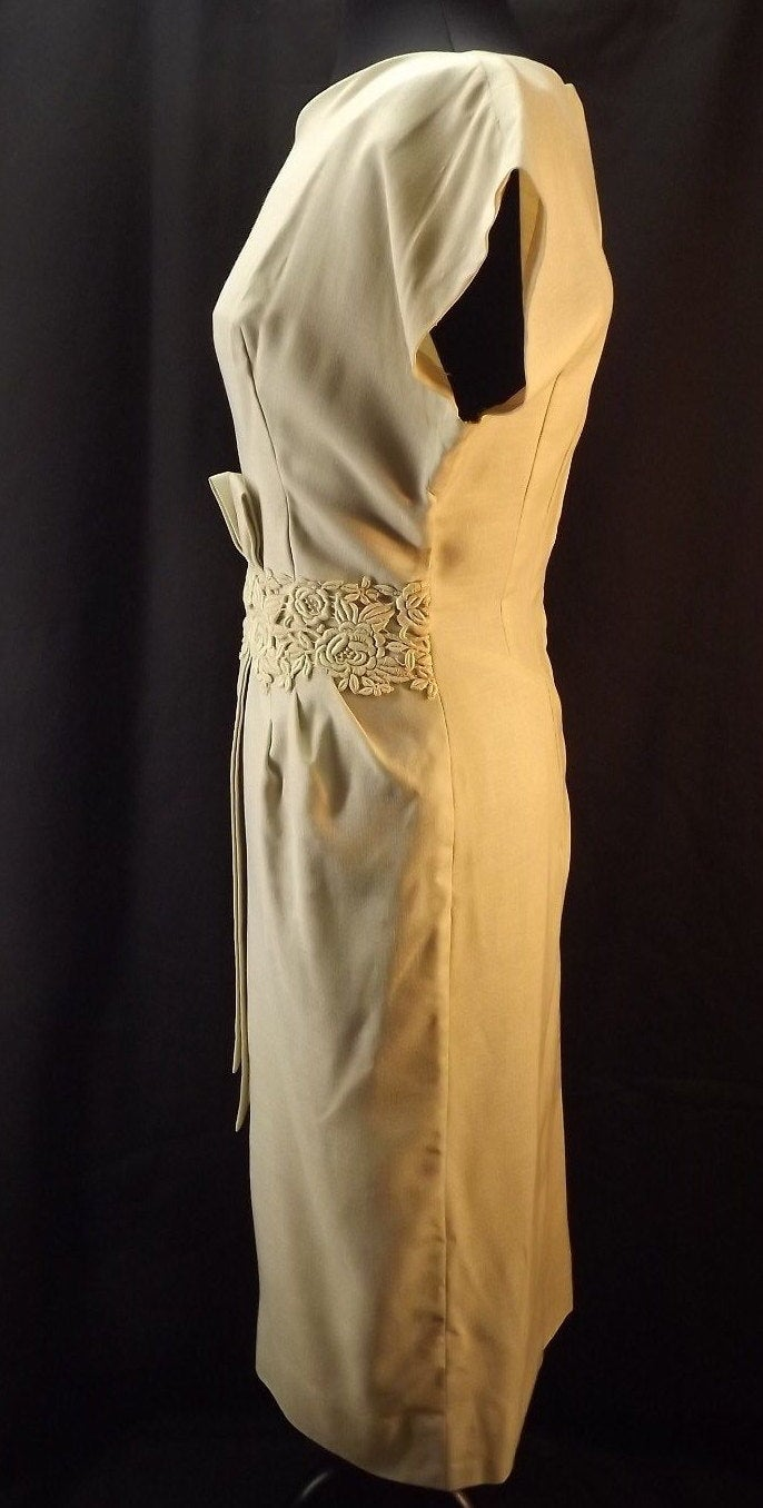 gorgeous VINTAGE 1960's WIGGLE DRESS light beige linen sheath S (B2)