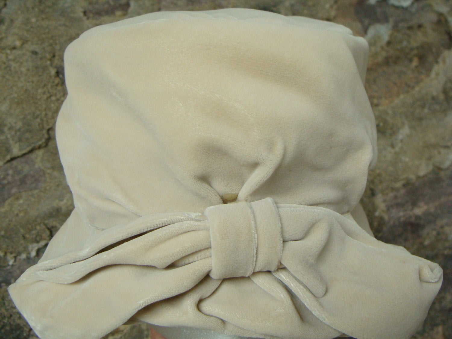 IVORY VELVET HAT vintage crusher with bow downton abbey