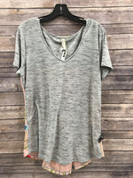 Primary Photo - BRAND: ARATTA SILENT JOURNEY <BR>STYLE: TOP SHORT SLEEVE <BR>COLOR: GREY <BR>SIZE: L <BR>SKU: 242-24213-117651