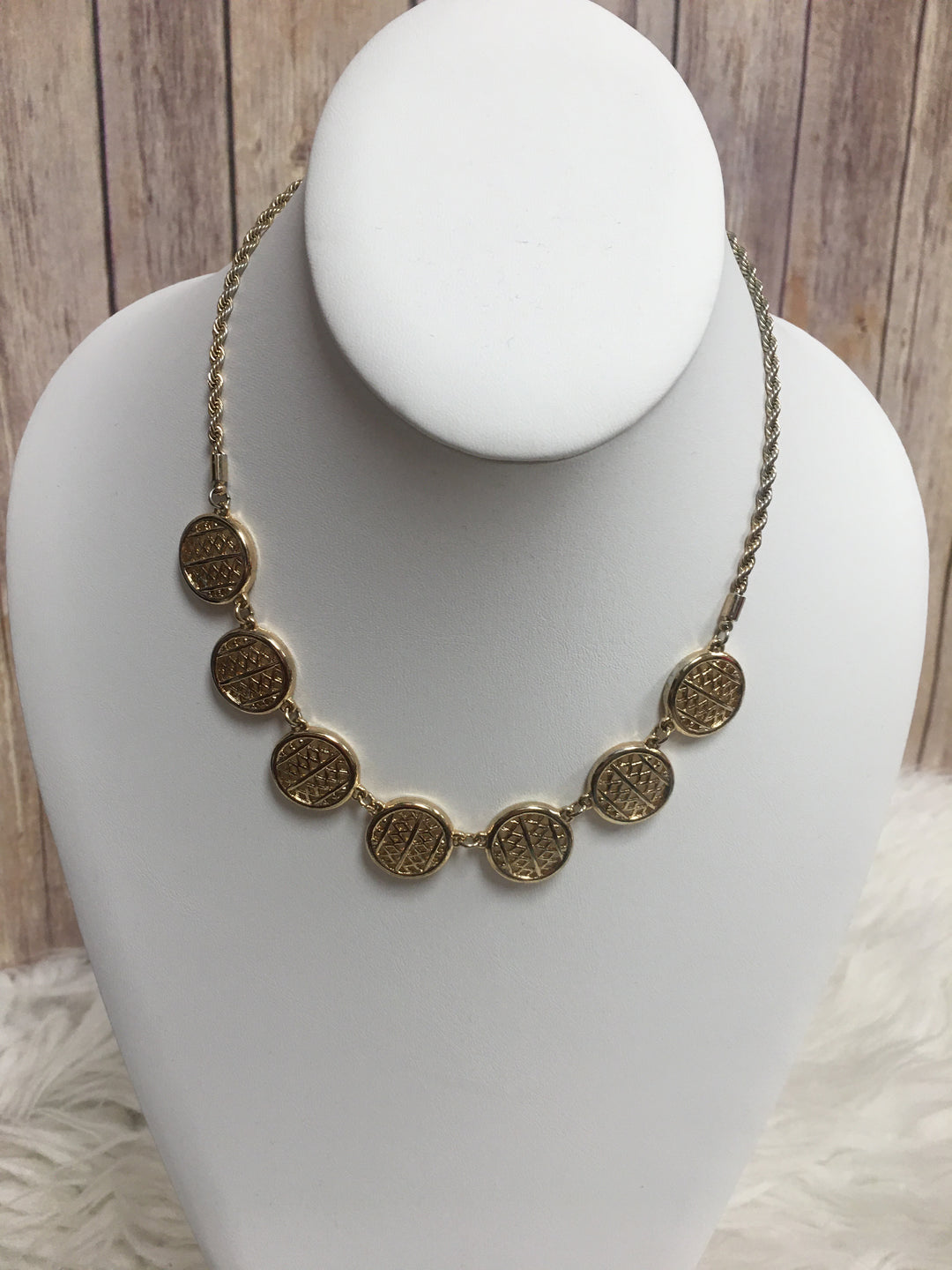 Primary Photo - BRAND:    CLOTHES MENTOR <BR>STYLE: NECKLACE <BR>COLOR: GOLD <BR>SKU: 242-24264-39148