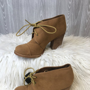 Primary Photo - BRAND: CHINESE LAUNDRY STYLE: BOOTS ANKLE COLOR: TAN SIZE: 8 SKU: 242-24213-122938