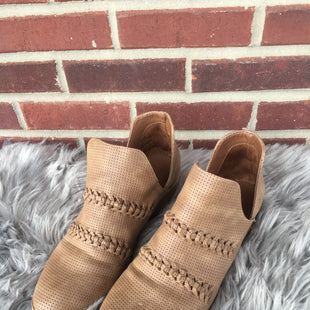 Primary Photo - BRAND: UNIVERSAL THREAD STYLE: BOOTS ANKLE COLOR: BROWN SIZE: 10 SKU: 242-24235-18323