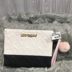 Primary Photo - BRAND: BETSEY JOHNSON STYLE: CLUTCH COLOR: BLACK WHITE SKU: 242-24213-11751210.5 BY 9.5