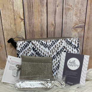 Primary Photo - BRAND: THIRTY ONE STYLE: CLUTCH COLOR: BEIGE OTHER INFO: COIN PURSE & NAIL FILES SKU: 242-24287-1239