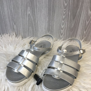 Primary Photo - BRAND:    CLOTHES MENTOR STYLE: SHOES FLATS COLOR: SILVER SIZE: 6.5 OTHER INFO: MAKERS - SKU: 242-24235-18848
