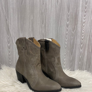 Primary Photo - BRAND:    CLOTHES MENTOR STYLE: BOOTS ANKLE COLOR: BEIGE SIZE: 8 OTHER INFO: MUSSE AND CLOUD - SKU: 242-24235-17875