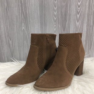 Primary Photo - BRAND: UNIVERSAL THREAD STYLE: BOOTS ANKLE COLOR: TAUPE SIZE: 7.5 SKU: 242-24213-122316