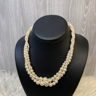 Primary Photo - BRAND:    CLOTHES MENTOR STYLE: NECKLACE COLOR: PEARL OTHER INFO: RMN - SKU: 242-24213-127158