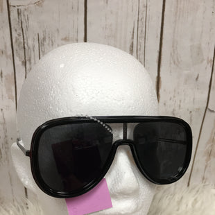 Primary Photo - BRAND: FENDI STYLE: SUNGLASSES COLOR: BLACK OTHER INFO: MENS SKU: 242-24213-109695THEY ARE TECHNICALLY MEN'S. BUT LOOKS SUPER CUTE FOR WOMEN AS WELL