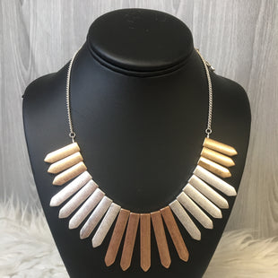 Primary Photo - BRAND:    CLOTHES MENTOR STYLE: NECKLACE COLOR: SILVER SKU: 242-24213-122017