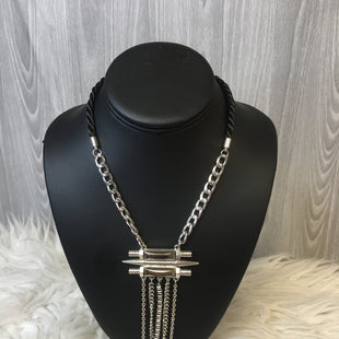 Primary Photo - BRAND:    CLOTHES MENTOR STYLE: NECKLACE COLOR: SILVER SKU: 242-24264-41647