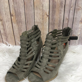 Primary Photo - BRAND: G BY GUESS STYLE: BOOTS ANKLE COLOR: OLIVE SIZE: 9.5 SKU: 242-24287-1547