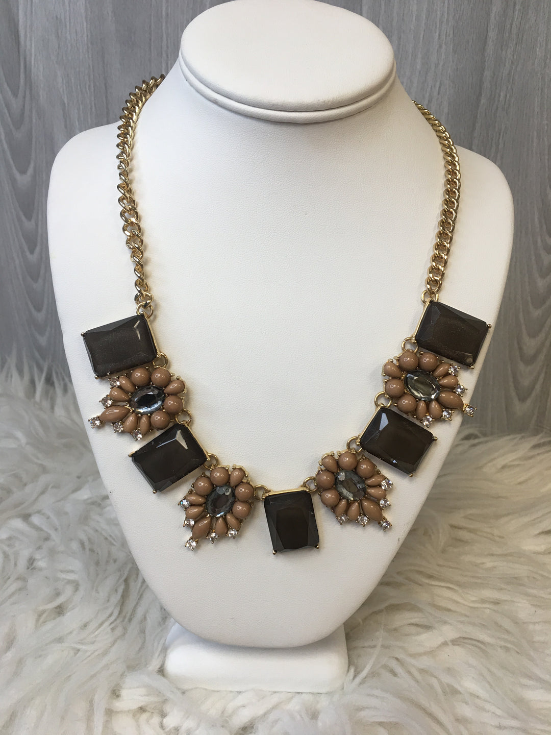 Primary Photo - BRAND:    CLOTHES MENTOR <BR>STYLE: NECKLACE <BR>COLOR: BROWN <BR>OTHER INFO: MIKA - <BR>SKU: 242-24264-38017