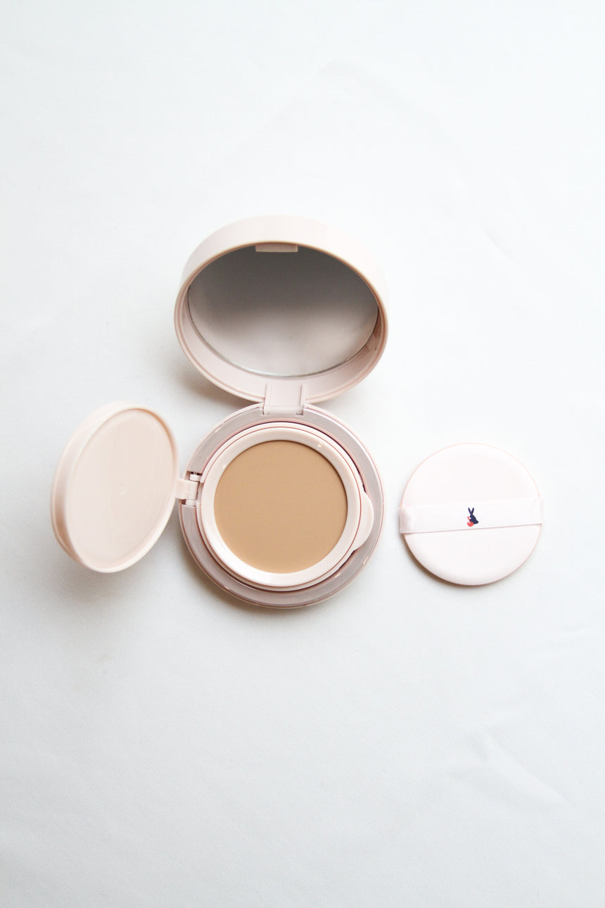 Moon Glow Compact #02 in Beige and Vanilla