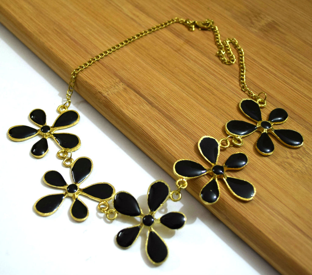 Flower Necklace Black
