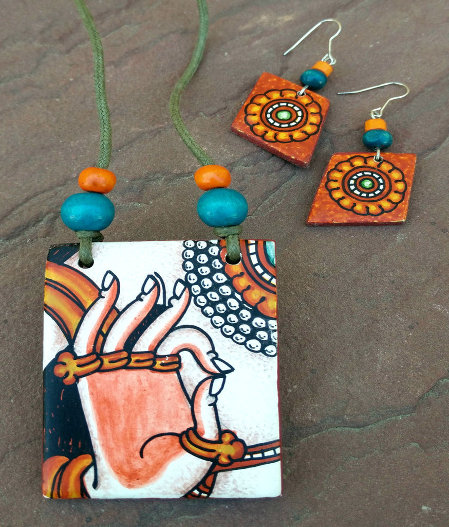 Mural pendant necklaces online craftsandlooms for Mural jewellery