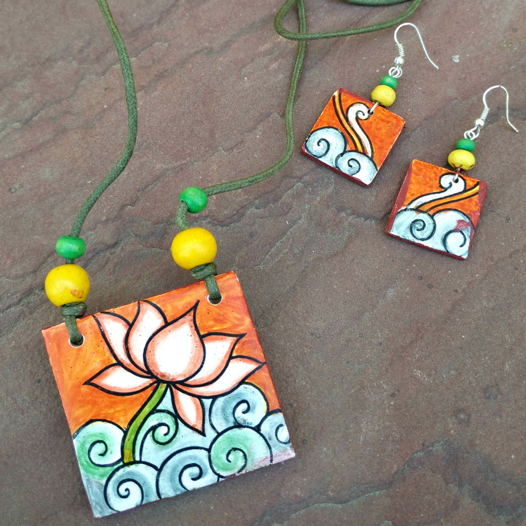 Mural art necklaces at craftsandlooms kerala jewellery for Aithihya mural painting fabrics