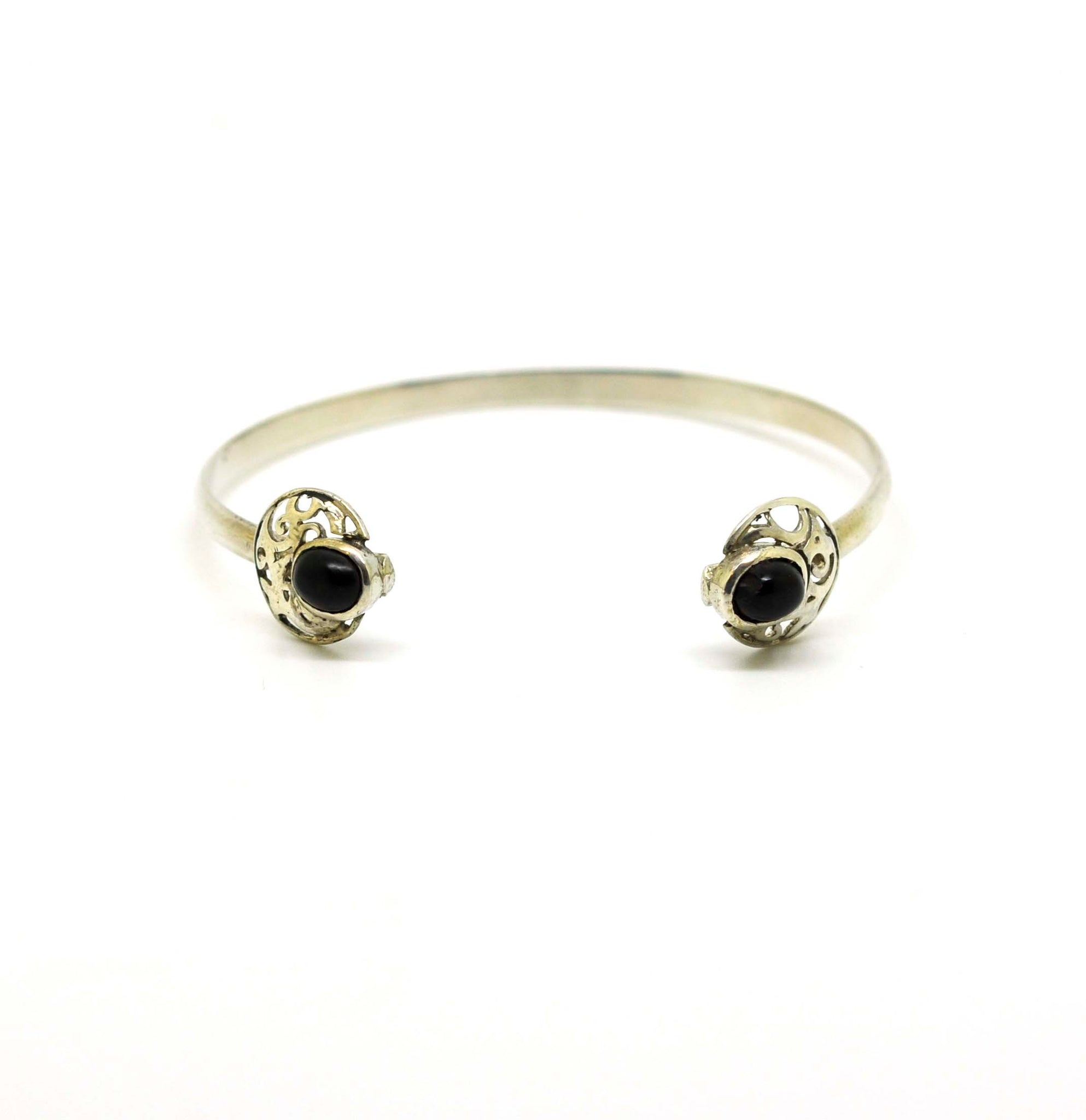 SOLD - NEW Thin cuff with black onyx