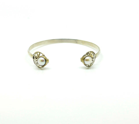 SOLD - ON SALE - NEW Thin cuff with pearl
