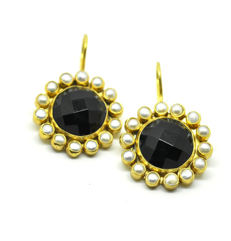 ON SALE - Small pearl and Black onyx earring