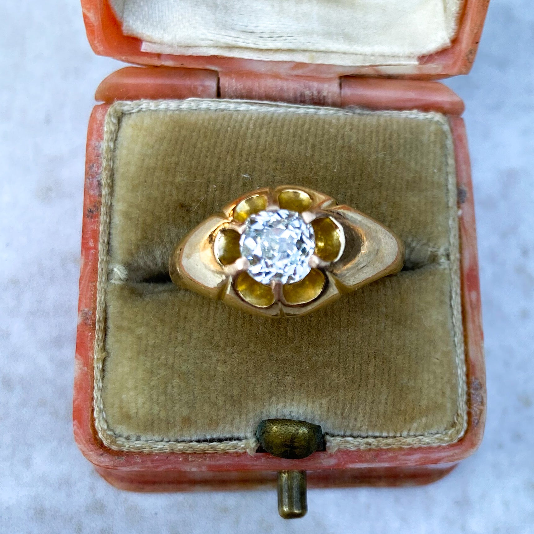 Heavy, 0.95ct Diamond Buttercup Gypsy Ring, 18ct Gold.1927