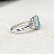 Load image into Gallery viewer, 3.40ct Aquamarine and Diamond Vintage Ring