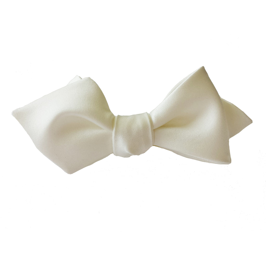 Classic White Diamond Point bow tie