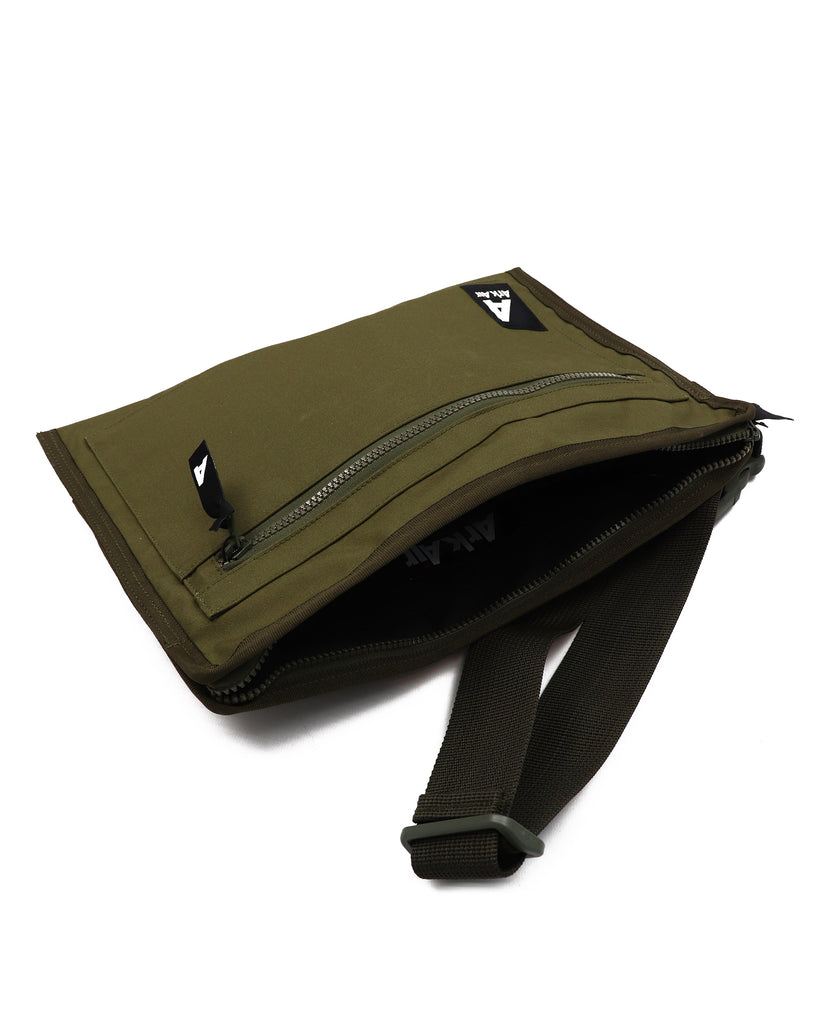 M671AA - Messenger Bag - Tropical Green