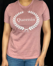 Load image into Gallery viewer, Queenin' Logo Spring Tee