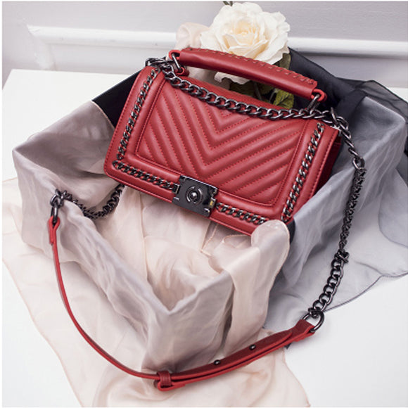 Cross-body bag with chain