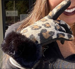 Cheetah Gloves w/ fur