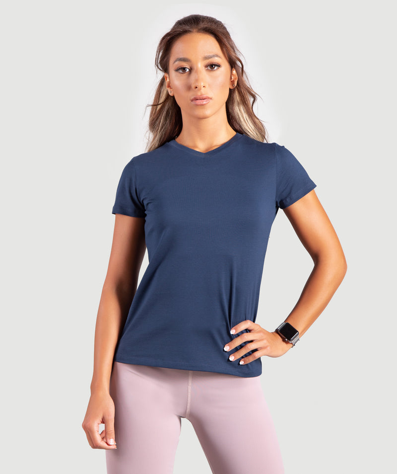 THIS TSHIRT IS SUITABLE FOR TRAINING.MADE OF POLYESTER WITH A V NECK STYLE .YOU CAN PAIR IT DURING A WORKOUT WITH ANY WINNERFORCE JOGGER .