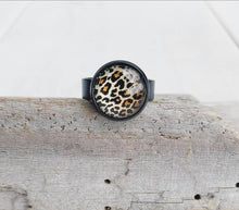 Load image into Gallery viewer, Leopard Print Glass Cabochon Ring