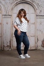 Load image into Gallery viewer, Darla Glam Plus Midrise Super Skinny Jeans - The Catalina Rose