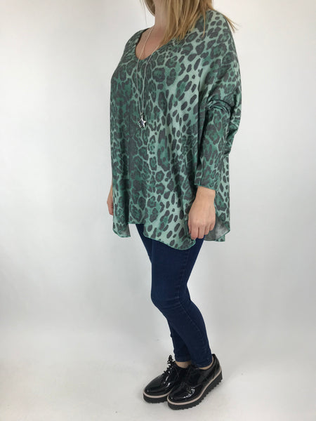 Lagenlook Animal V-Neck Top in Green. code 5947