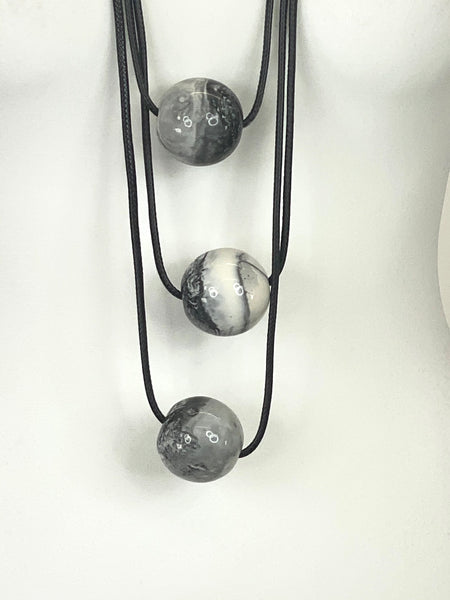 Lagenlook 3 White & Black Marble Ball Necklace code A0994M - Lagenlook Clothing UK