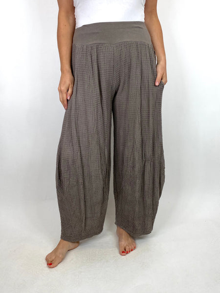 Lagenlook Waffle Texture 3/4 Length Trousers in Mocha. code 6111