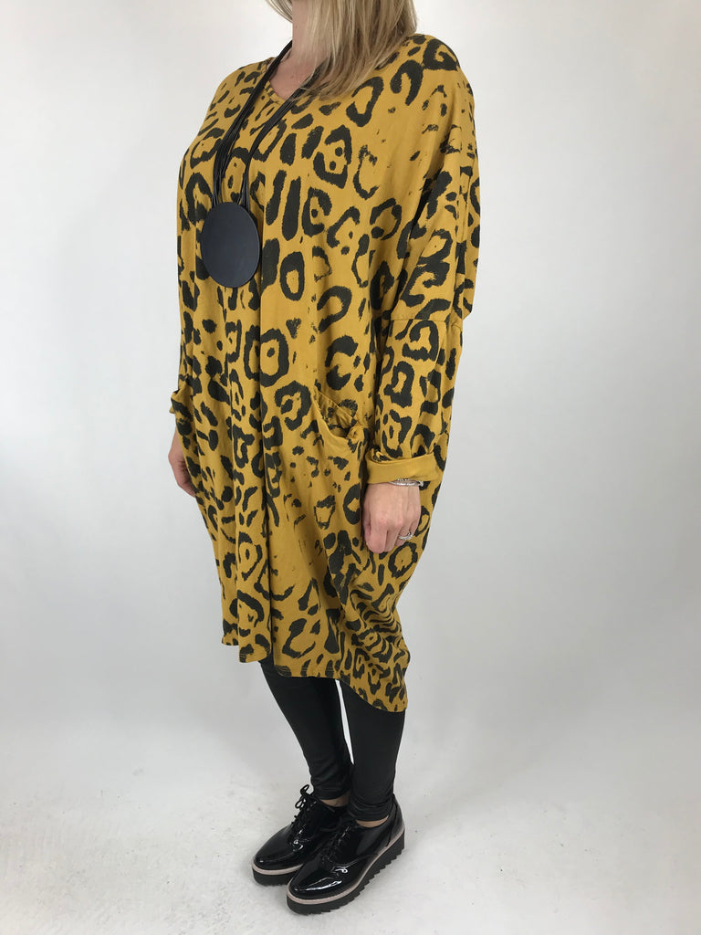 Lagenlook Made In Italy Barra V- Neck Cheetah Print top in Mustard. code 1827