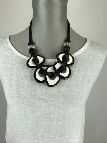 Lagenlook  Black & Cream Resin Circle Necklace . code Js014