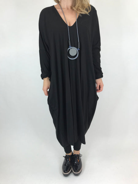 Lagenlook Tulip V-neck Top in Black. code 99099