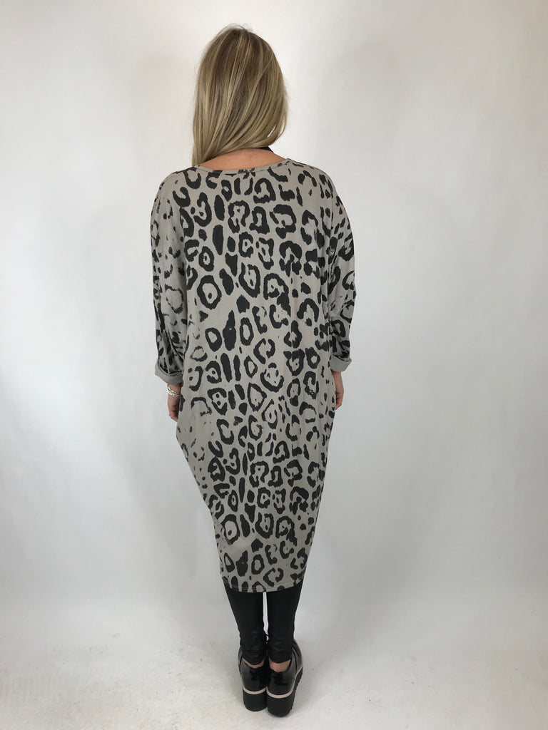 Lagenlook Made In Italy Barra V- Neck Cheetah Print top in Beige. code 1827