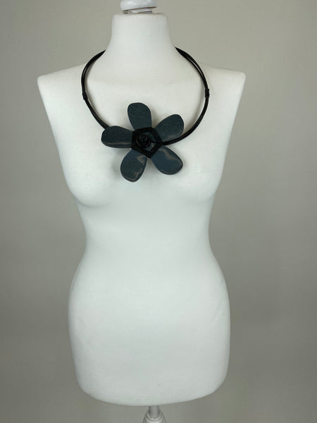 Lagenlook Wooden Flower Choker Necklace in Charcoal Grey. code YU1701G