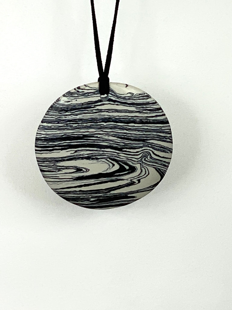 Lagenlook White & Black Marble Disc Necklace code A1152 - Lagenlook Clothing UK