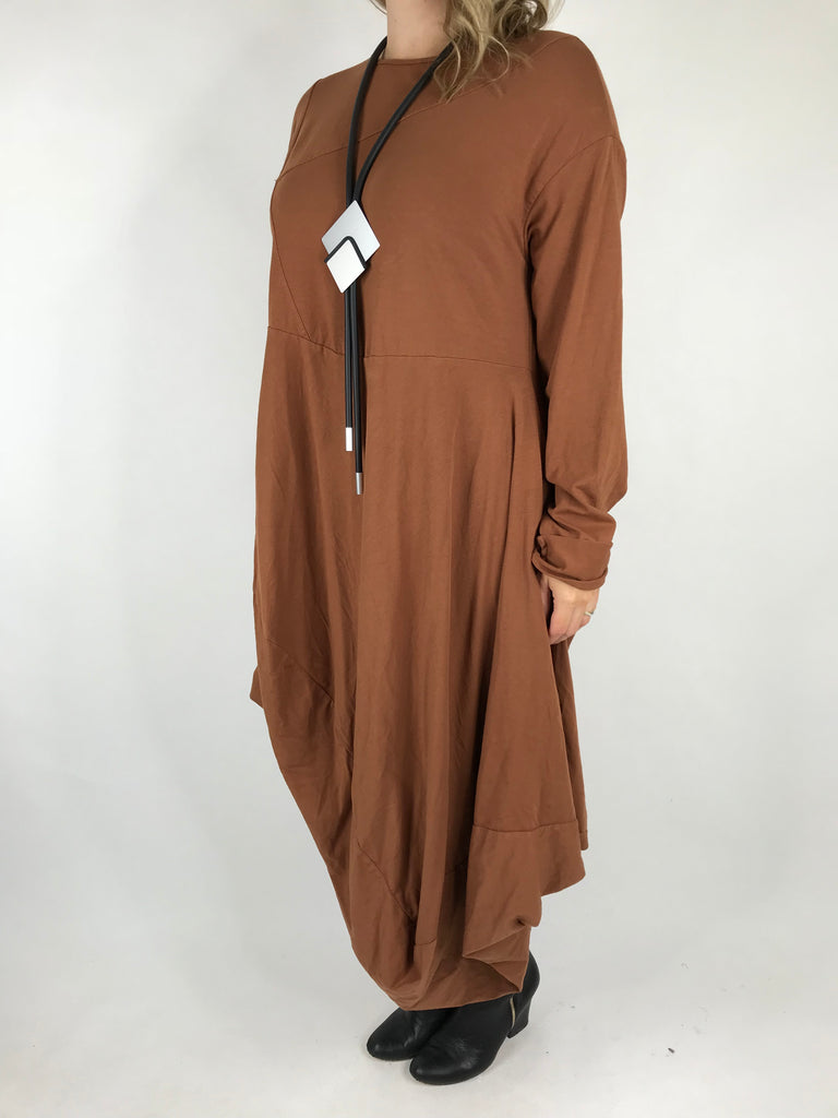 Lagenlook Curve Hem Shape in Rust. code 4731