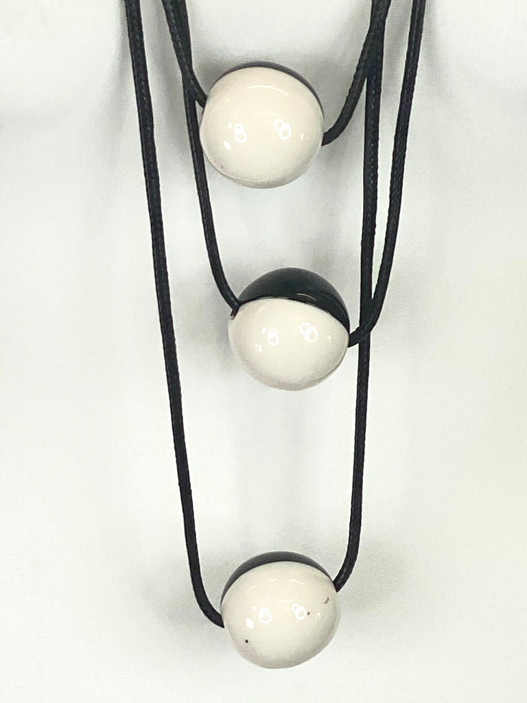 Lagenlook 3 White & Black Gloss Ball Necklace code A0994G