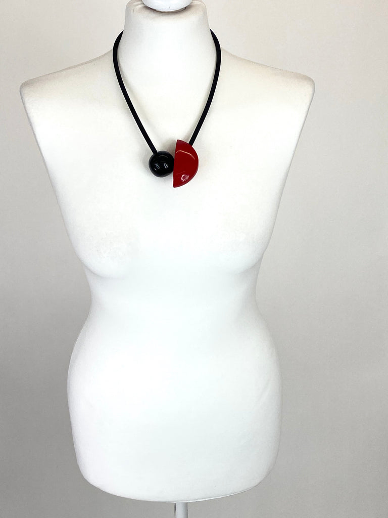 Lagenlook Red & Black Gloss Disc Necklace code RJC0368R - Lagenlook Clothing UK