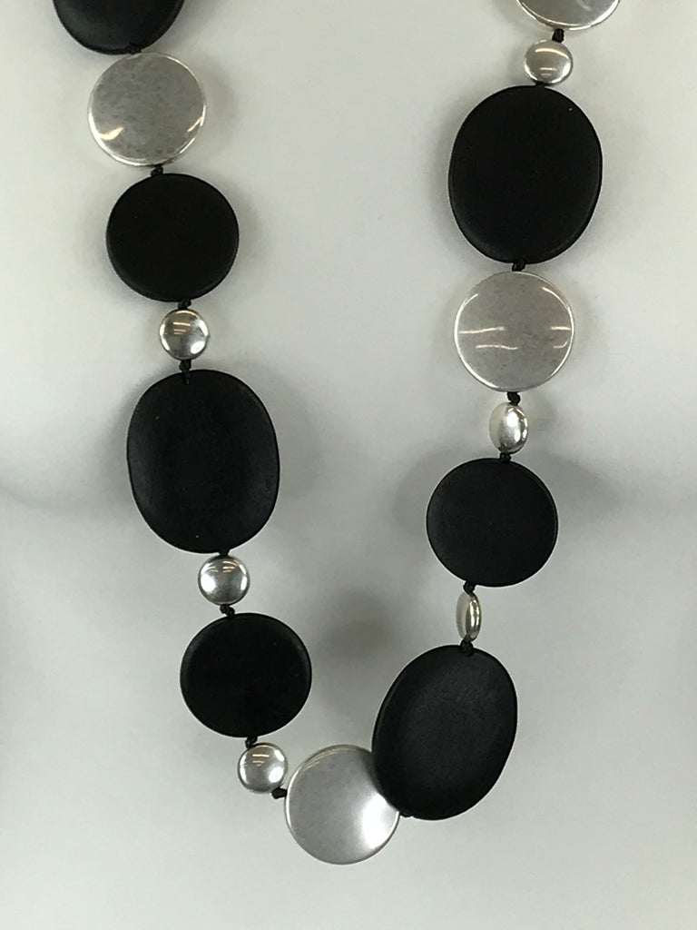 Lagenlook Flat Black & Sliver Disc Drop Necklace .Code Jyn28016